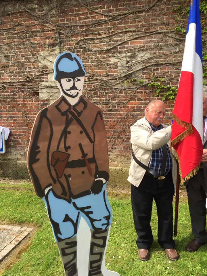 A l'inauguration de la silhouette du soldat de 14-18  1