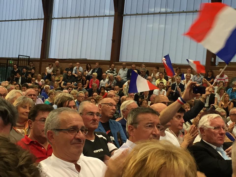 au-meeting-de-nicolas-sarkozy-a-chantilly-2