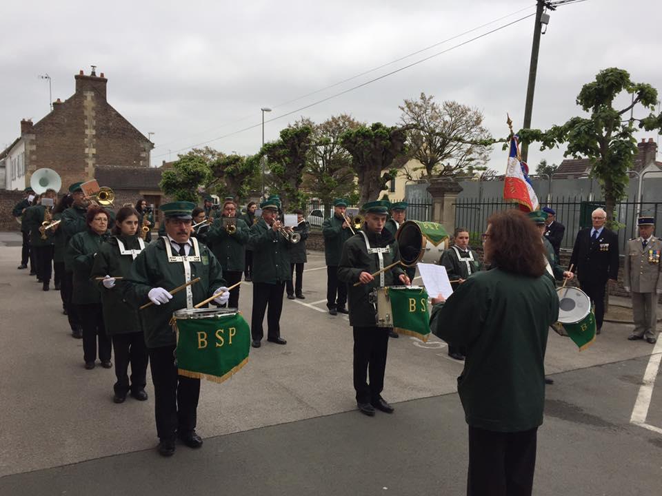 Aux commémorations du 8 mai à La Croix Saint Ouen 1